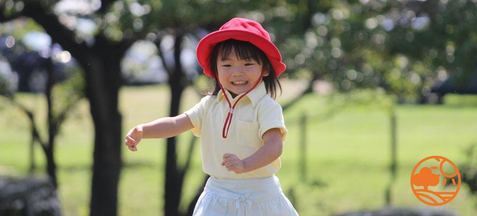 特殊素材の帽子とウエアがお子様のお肌をしっかり守ります