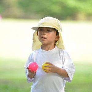 UVカット赤白帽子